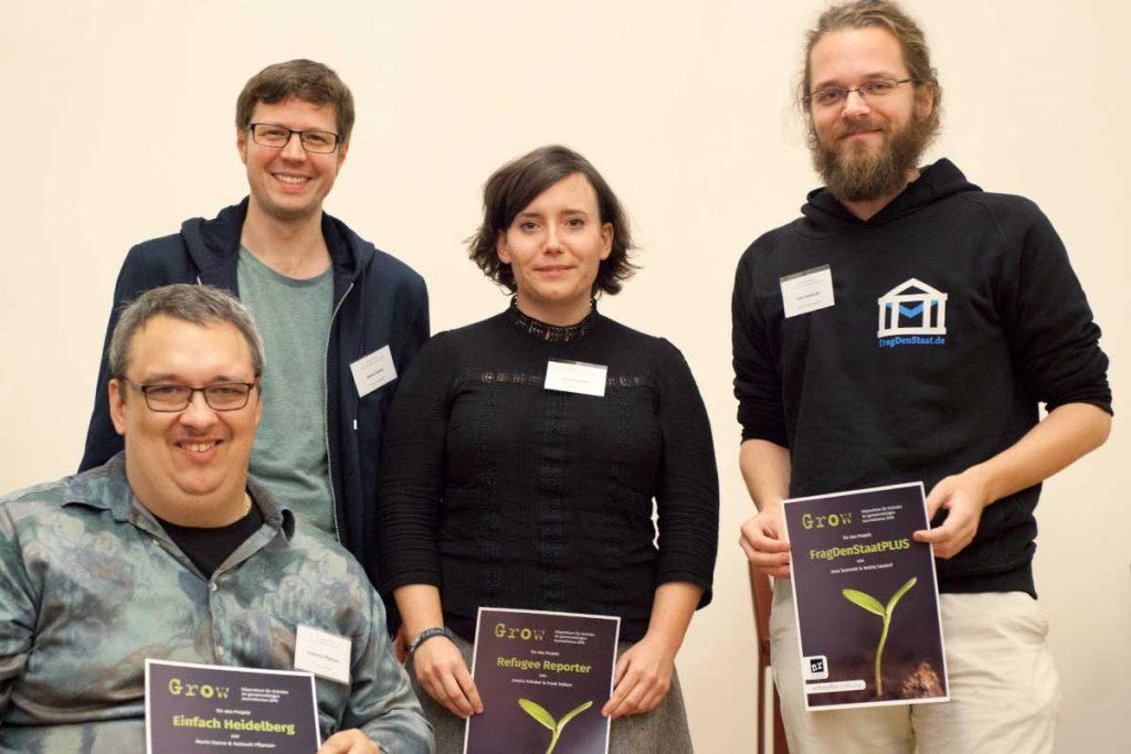 v.l.n.r.: Helmuth Pflantzer und Moritz Damm (Einfach Heidelberg), Jessica Schober (Refugee Reporter/Newscomer), Arne Semsrott (FragDenStaatPLUS)