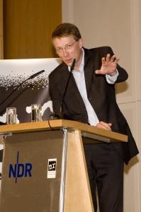 Gegenredner Matthias Kopp, Sprecher der Deutschen Bischofskonferenz (Verleihung der Verschlossenen Auster 2010 ; Foto: nr/Bastian Dincher)