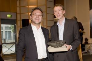 Laudator Heribert Prantl und Matthias Kopp, Sprecher der Deutschen Bischofskonferenz (Verleihung der Verschlossenen Auster 2010 ; Foto: nr/Bastian Dincher)