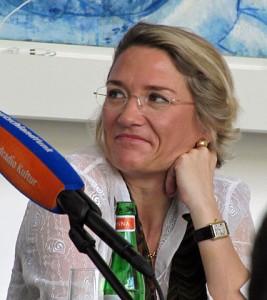 """Franziska Augstein (Foto: """"Franziska-augstein-2012-roemerberggespraeche-ffm-103"""" von Dontworry - Eigenes Werk. Lizenziert unter CC BY-SA 3.0 über Wikimedia Commons - https://commons.wikimedia.org/wiki/File:Franziska-augstein-2012-roemerberggespraeche-ffm-103.jpg#mediaviewer/File:Franziska-augstein-2012-roemerberggespraeche-ffm-103.jpg"""