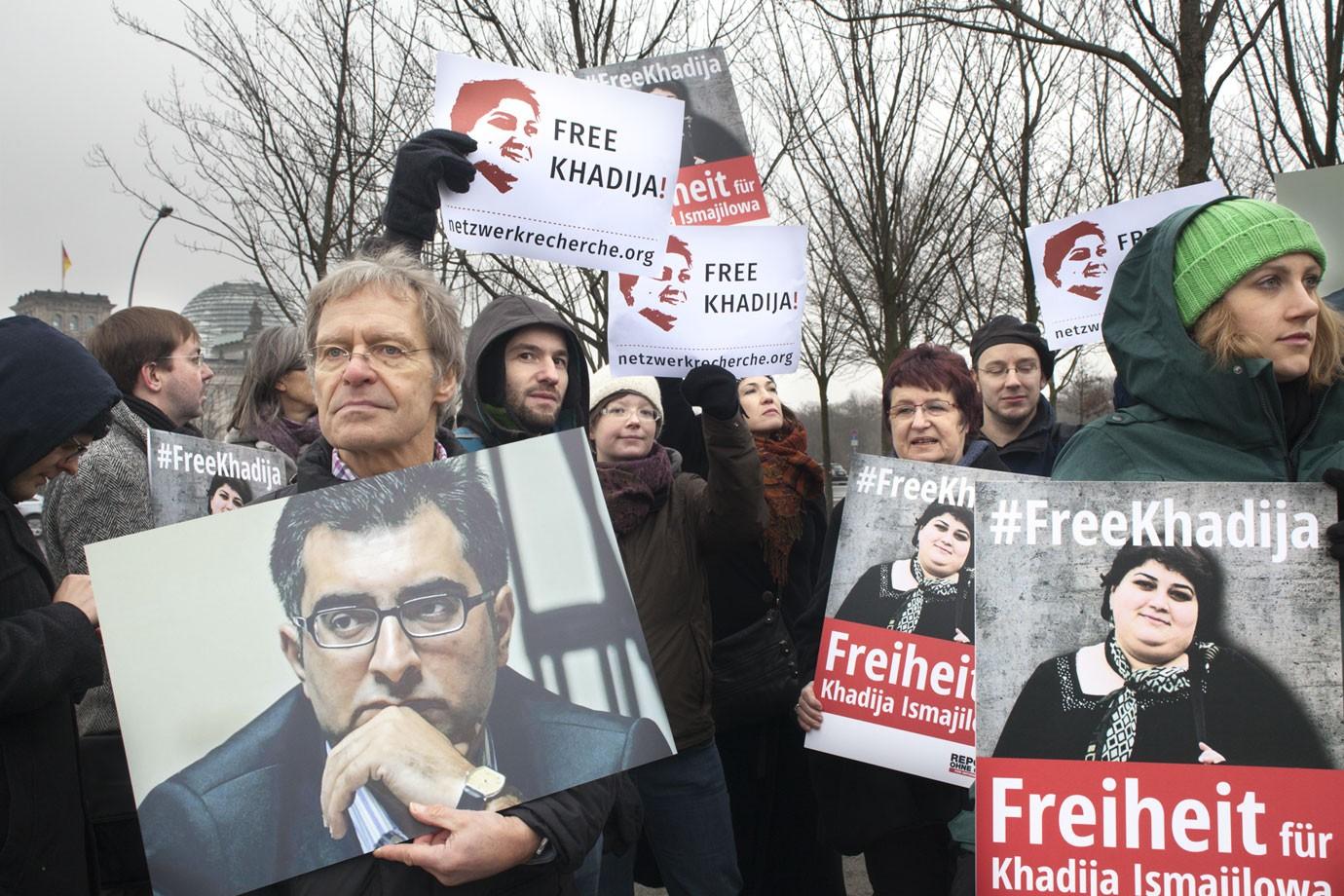 Freiheit für Khadija Ismayilova, Anar Mammadli und andere Journalisten und Menschenrechtsaktivisten forderten wir auf der Demo for dem Kanzleramt.