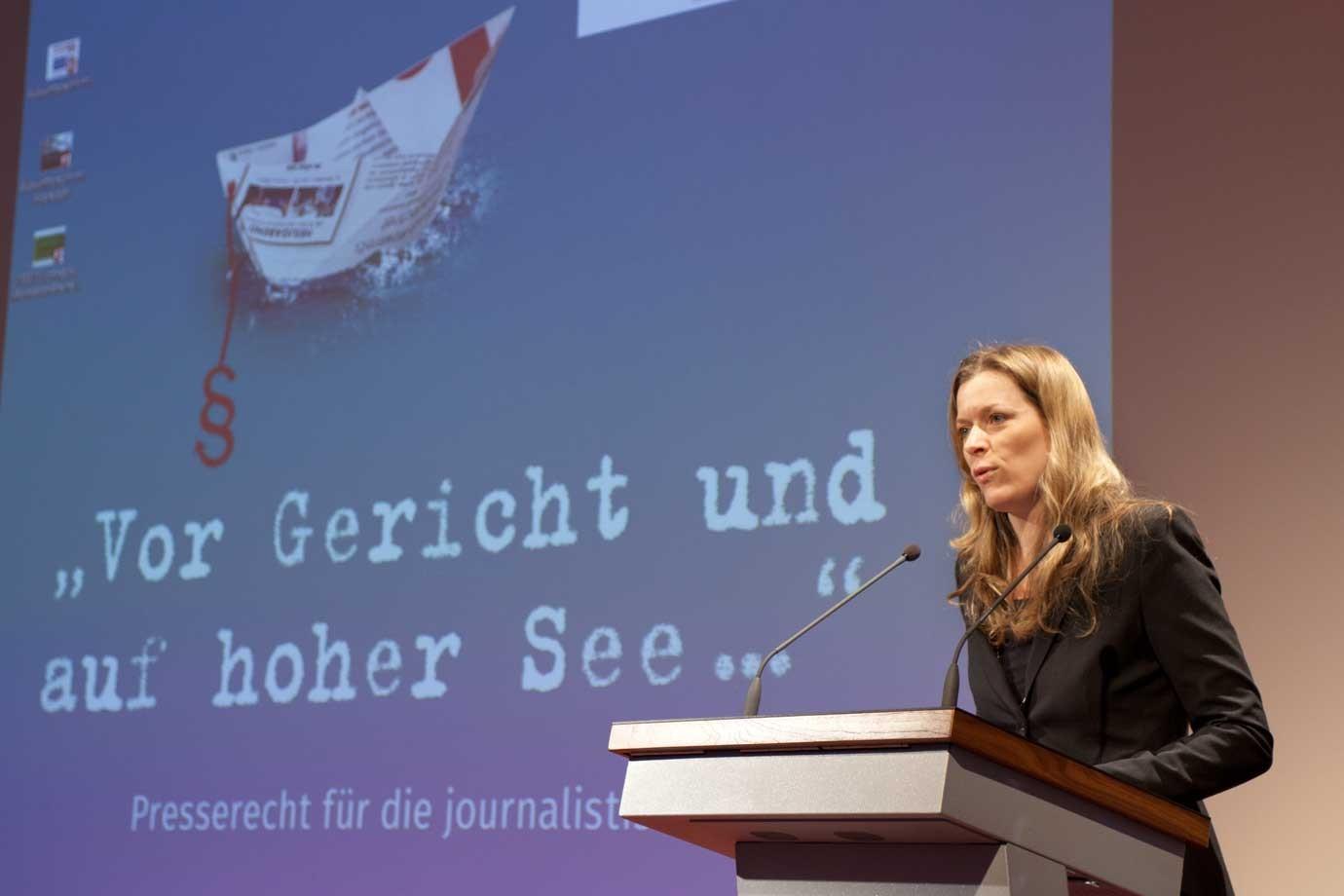 nr's 2. Vorsitzende Julia Stein eröffnet die Konferenz. Foto: Franziska Senkel